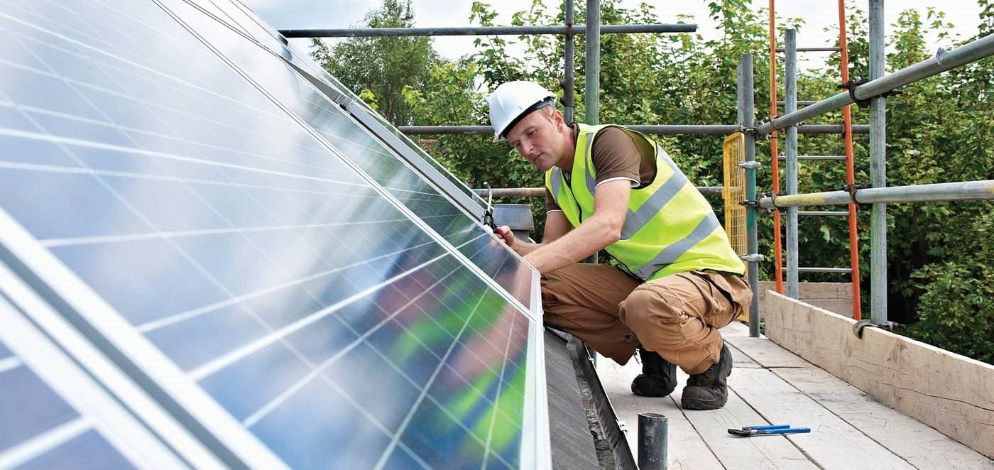 DuPont Photovoltaics – Installer examines solar panels